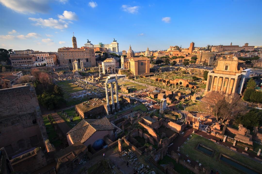 Widok z Palatynu na Forum Romanum