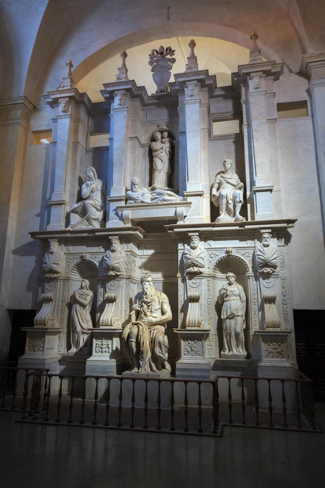 Pomnik grobowy Juliusza II ze słynną rzeźbą Michała Anioła – Mojżesz