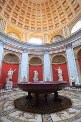 Sala Rotonda - porfirowa waza ze słynnego Domus Aureus Nerona