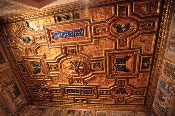 Drewniany sufit w Sali Amora i Psyche