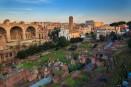 Bazylika Maksencjusza, w tle Koloseum. Widok z Palatynu
