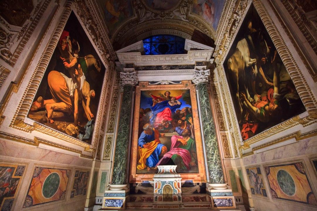 Kaplica Cerasi - po bokach obrazy wykonane przez Caravaggio